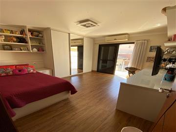 3 Dormitórios / 1 suíte Garagem para 6 carros Churrasqueira